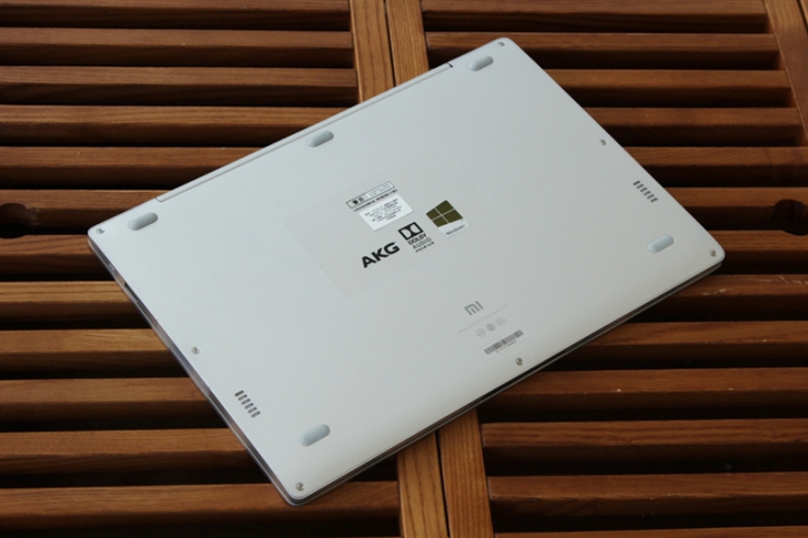 Фотообзор Xiaomi Mi Notebook Air 4G