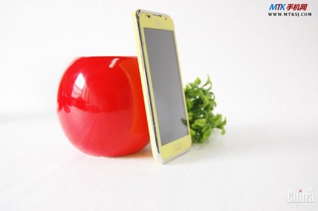 DIFO MM520 - няшный женский смартфон на базе МТК6577 (фото)