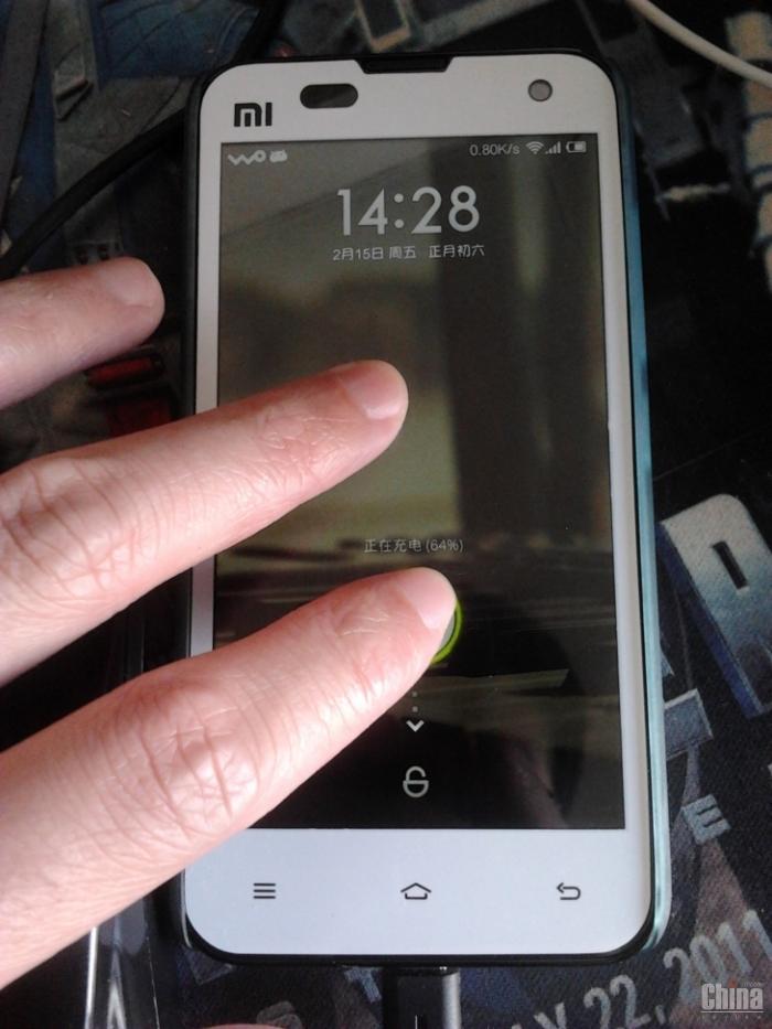 Xiaomi Mi2 появится в полностью белом цвете
