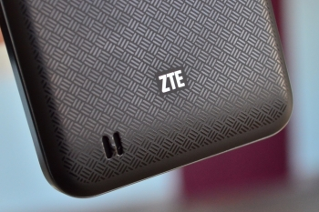 Обзор ZTE V880E