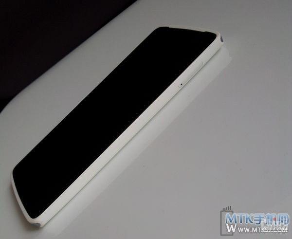 NewBerry V908   стильный и тонкий смартфон