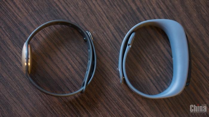 Обзор и сравнение фитнес-браслетов Huawei TaklBand B1 и Otium Shine
