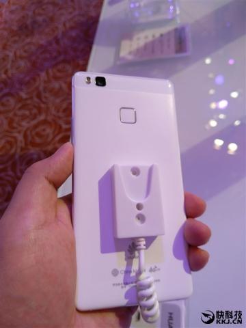 Представлен смартфон Huawei G9 Lite и два планшета MediaPad M2