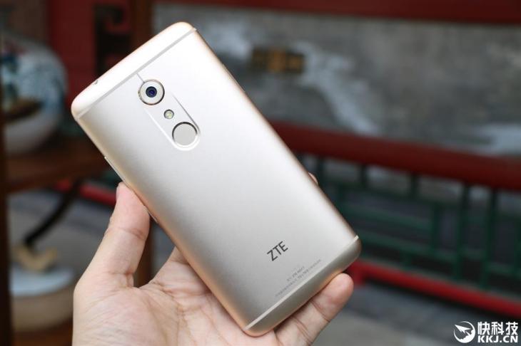 Фотообзор ZTE Axon 7