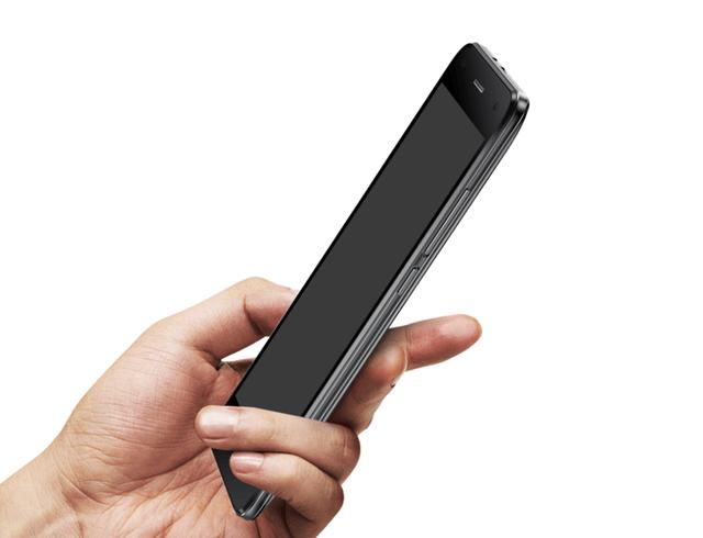 Uhans H5000 - смартфон с небольшим 5-дюймовым экраном и батареей на 5000 мАч