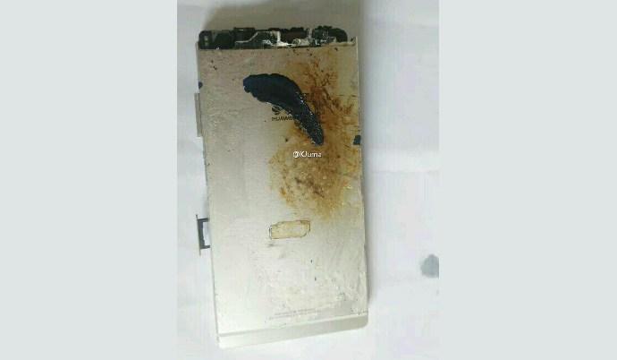 В Weibo появились фотографии сгоревшего смартфона Huawei