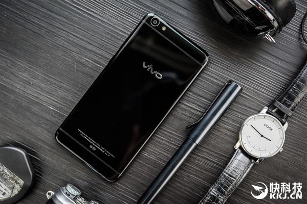 """Представлен Vivo X7 в расцветке """"черный обсидиан"""""""