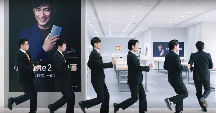В рекламном ролике Xiaomi фирменный магазин компании посетили инопланетяне