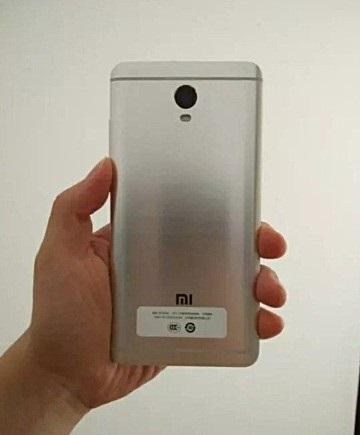 «Живые» фото нового смартфона Xiaomi утекли в сеть
