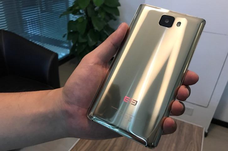 Опубликованы новые фотографии безрамочного Elephone S8