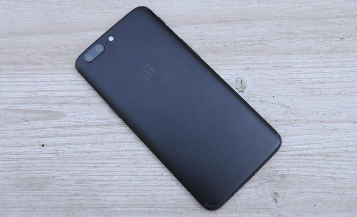 OnePlus 5 обладает некоторой устойчивостью к влаге