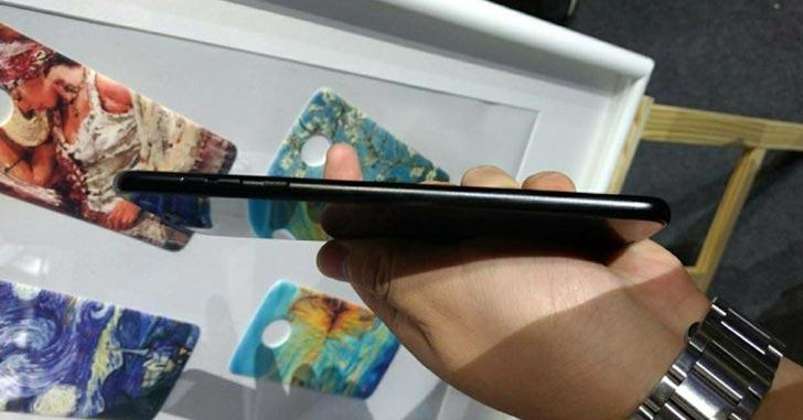 """Смартфон Moto Z2 Force показали на """"живых"""" фото"""