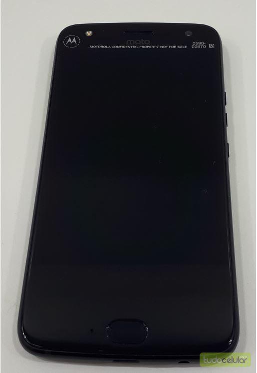 Moto X4 показан на «живых» фотографиях