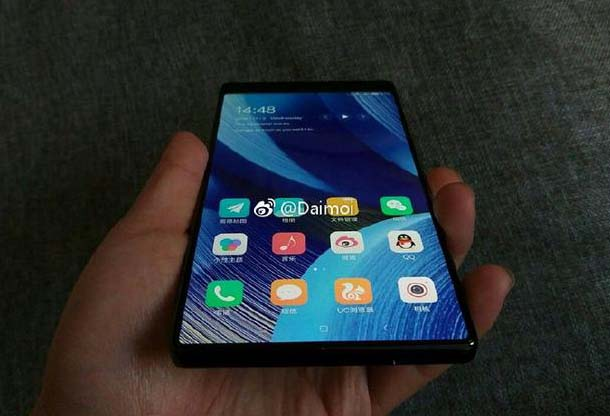 "Смартфон Xiaomi Mi Mix 2 показали на ""живых"" фото"