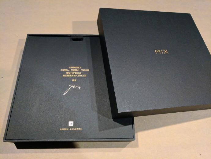 'ьюго Ѕарра уже получил свой экземпл¤р Xiaomi Mi Mix 2
