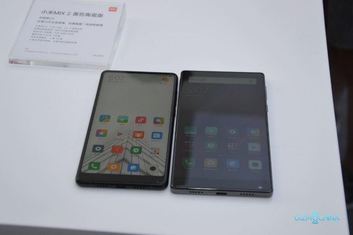 Как выглядят Xiaomi Mi Mix и Mi Mix 2 в сравнении?
