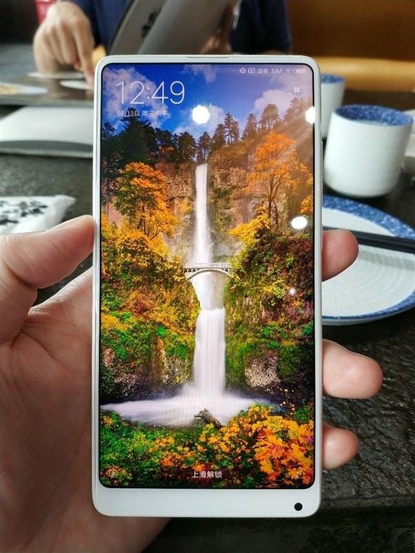 Белый Xiaomi Mi Mix 2 в керамическом корпусе показали на фото