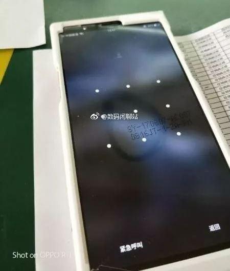 Появились фотографии смартфона Oppo с экраном 18:9