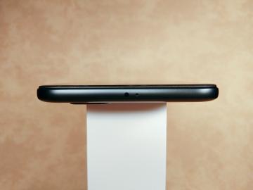 Обзор Xiaomi Mi A1 на чистом Android
