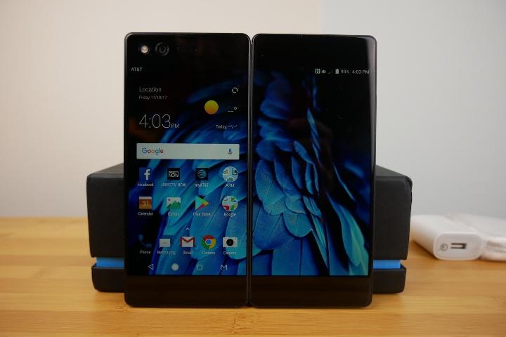Складной смартфон ZTE Axon M появился на «живых» фото