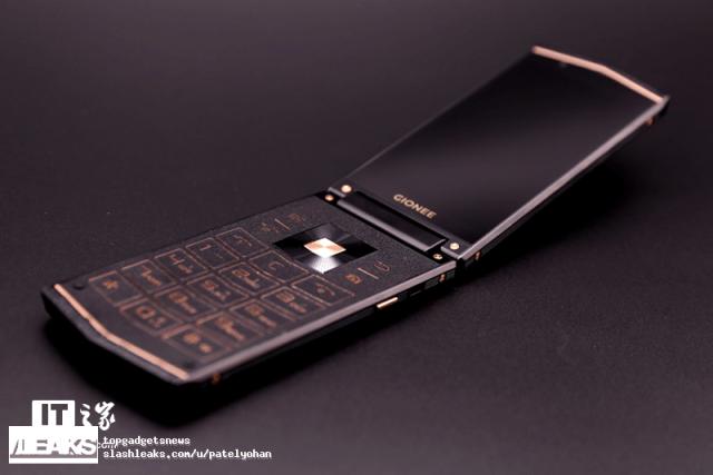 –аскладушка Gionee W919 показана на новых изображени¤х