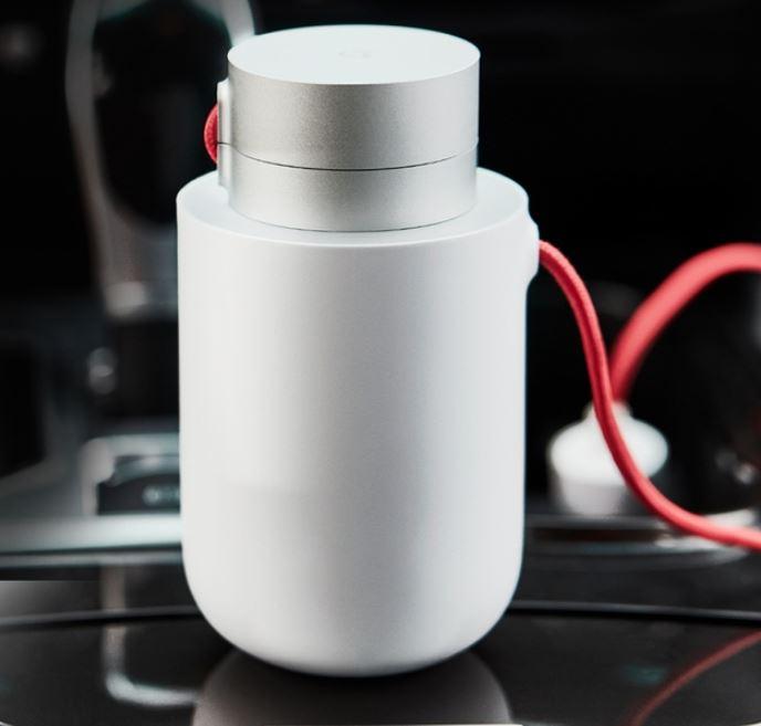 В продажу поступил Xiaomi Mi Car Inverter