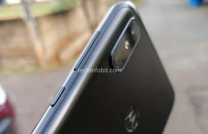 "Смартфон Motorola One Power предстал на ""живых"" фото"
