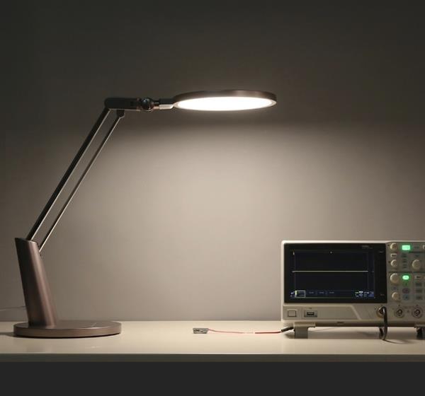 В продажу поступила настольная лампа Yeelight Pro Smart LED Table Lamp