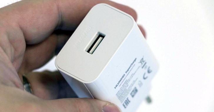 Лучшей системой быстрой зарядки назвали Huawei SuperCharge