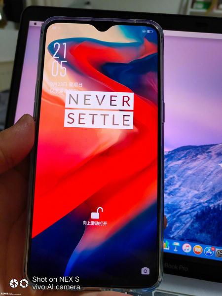 """Смартфон OnePlus 6T показали на очередных """"живых"""" фото"""