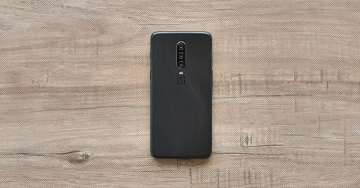 OnePlus 7 Pro впервые показался на реальной фотографии сзади